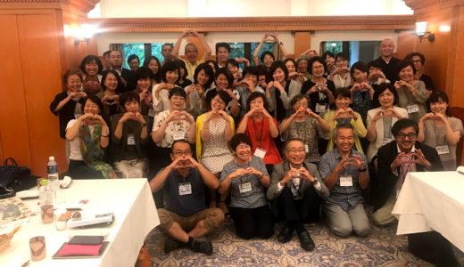 ある時は「婚活界の松岡修造」またある時は「婚活界のアロンアルファー」そしてまたある時は「婚活界のアイコン」と呼ばれる九州の婚活カリスマコーディネーター「荒木直美」さんの講演会を聞きに行きました。 最高でした(^^)/ そしてその会を主催された静岡の「鈴木まりこ」さんも又「福島」に「熊本」にと行動範囲の広い人気ファシリテーターでした。役者の揃った講演会は当然大盛況♪ 荒木さん見たさ、鈴木さん見たさに(^^;)? 「婚活」に関係のない方々まで集まって大いに盛り上がったというのが、とっても愉快で新鮮でした。(9月10日)