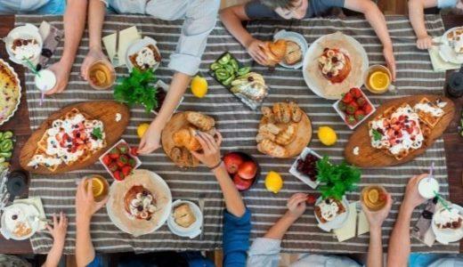 """婚活de八ヶ岳推進委員会から皆様へ。""""Stay home as much as possible""""  ・・・はやく皆さんとこんな食卓風景を囲めるようになればいいですね。"""
